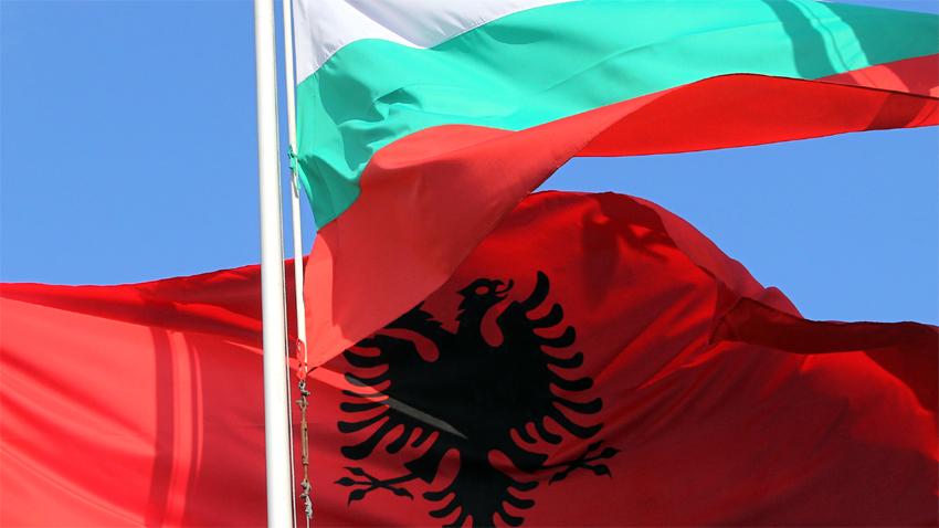 Shqipëria dhe Bullgaria angazhohen të rrisin bashkëpunimin ekonomik - ATSH -